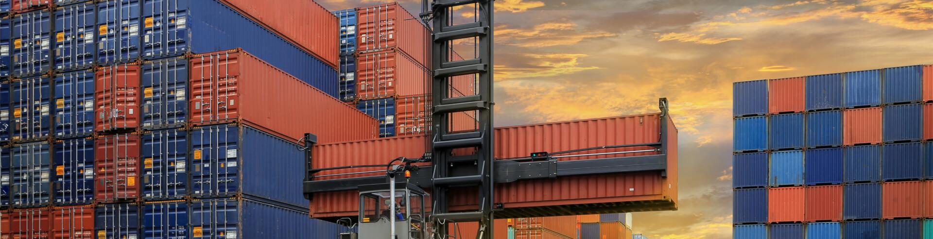 Ova e desova de Containers   Transportadora Navegantes